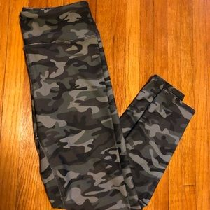 Pants - Camo leggings